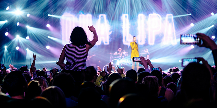 The Pros and Cons of Live Videos in Content Marketing